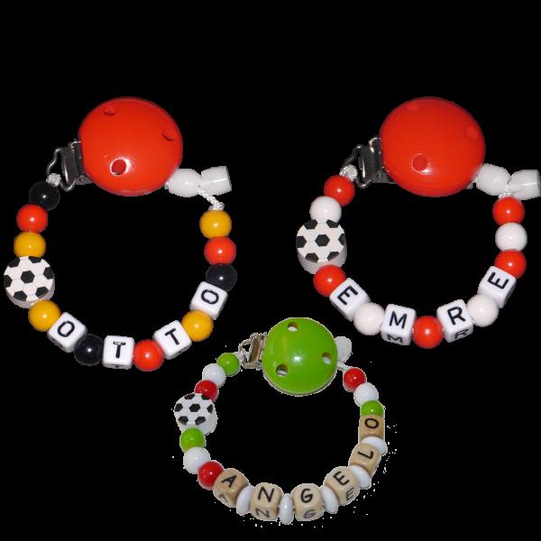 Schnullerkette mit Namen Fußball in Länderfarben (Junge)