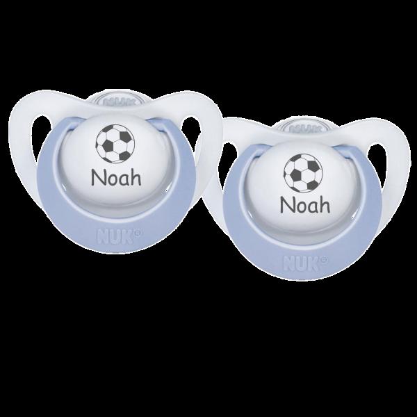 NUK Schnuller mit Namen Noah + Wunschmotiv Fussball Gr. 1 0-6 Monate / Gr. 2 6-18 Monate Junge