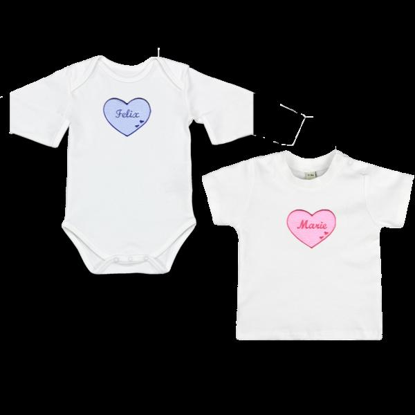 Baby Body oder Baby T-Shirt mit Namen und Herzapplikation (Junge / Mädchen)