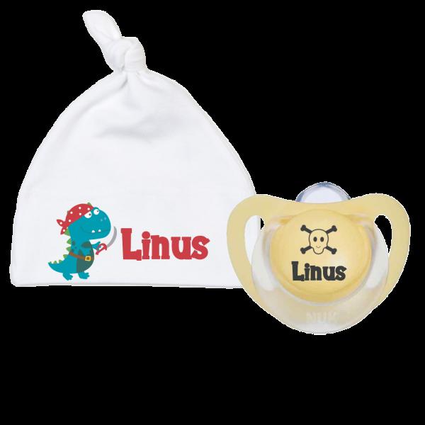 Babymütze mit Namen Piraten-Dino + 1 x NUK Schnuller mit Name (Junge)