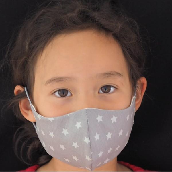 Schnullireich Kleine Helden Maske: Behelfs-Mund & Nasen-Maske für Kinder (Junge / Mädchen Grau mit weißen Sternen)